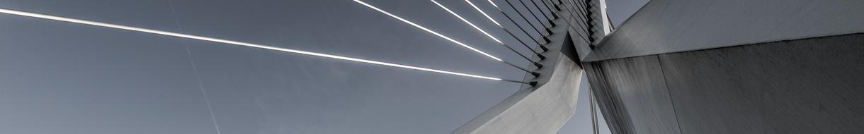 Headerbild Editionen und Funktionsumfang - Stahlseilbrückenpfeiler grau